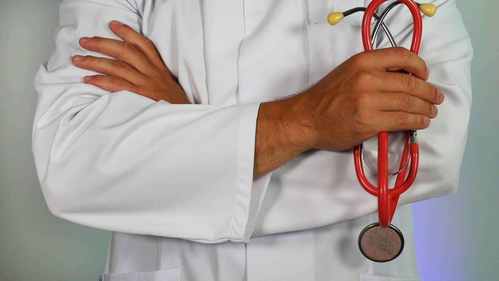 U gaat op doktersbezoek, uw mantelzorger gaat met u mee.